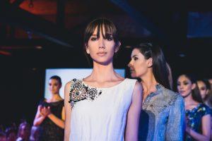 Modelos en pasarela de moda